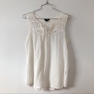 Trendsetter withe lace top